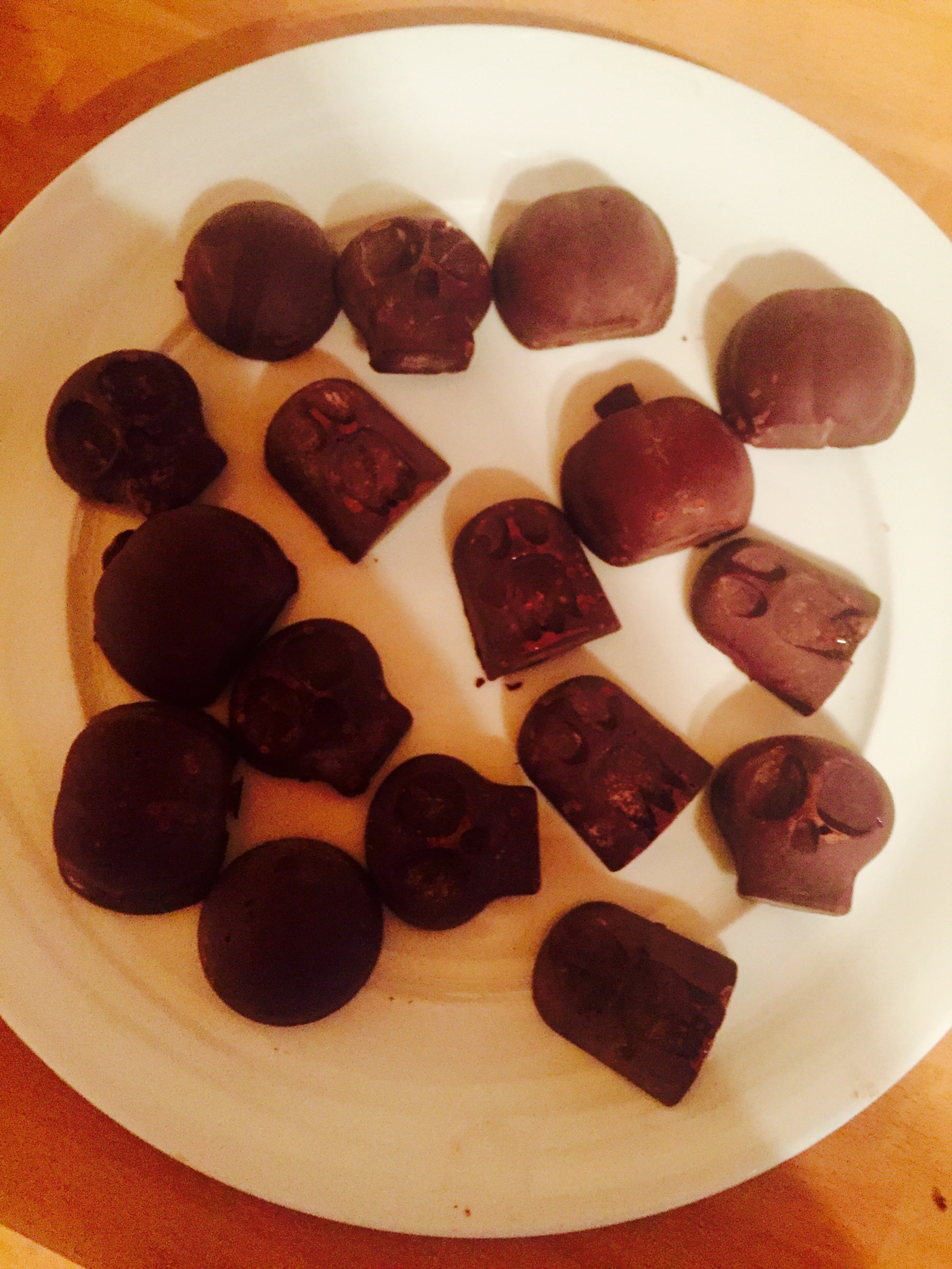 Spooky 3 ingredients Raw Chocs!!