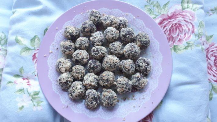 Raw Super Detox Chocolate Truffles